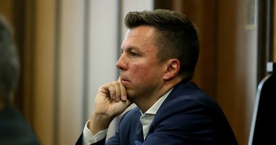 Wyniki badań psychiatrycznych Marka Falenty nie dają podstaw do tego, by zmienić mu sposób odbywania kary albo żeby miał ją odsiadywać w szczególnych warunkach - dowiedział się nieoficjalnie reporter RMF FM. Orzeczenie w sprawie biznesmena skazanego w aferze podsłuchowej powstało po kilku tygodniach badań w zakładzie karnym w warszawskiej Białołęce.