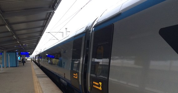 Ruch pociągów na Centralnej Magistrali Kolejowej został wznowiony. Służby techniczne PKP Polskich Linii Kolejowych naprawiły sieć trakcyjną na szlaku Strzałki–Idzikowice po próbie jej kradzieży. Pociągi kursują zgodnie z rozkładem jazdy.