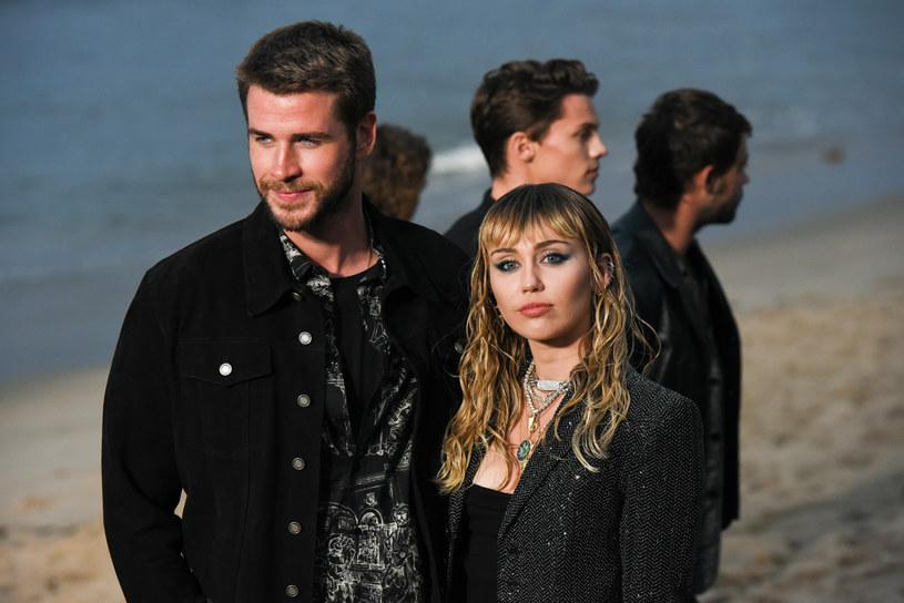 Miley Cyrus w kilku wpisach na Twitterze odniosła się do rozwodu z Liamem Hemsworthem. Wokalistka przyznała, że chce być całkowicie szczera ze swoimi fanami.
