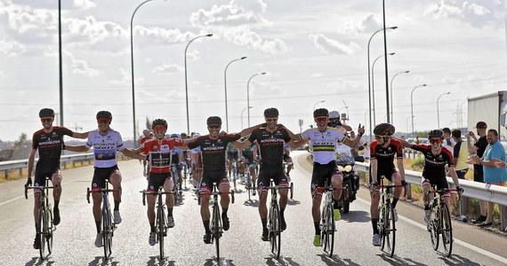 Vuelta a Espana zaliczany jest do trzech najważniejszych wyścigów kolarskich świata razem z Giro d'Italia i Tour de France. To trzy najdłuższe a co za tym idzie najbardziej wymagające wyścigi w sezonie. W tym roku kolarze w Hiszpanii będą się ścigać po raz 74. Przy tej okazji proponujemy Wam zabawę, gdzie rozdawać będziemy rowerowe gadżety firmy Specialized. Co zrobić by je zdobyć - sprawdź!