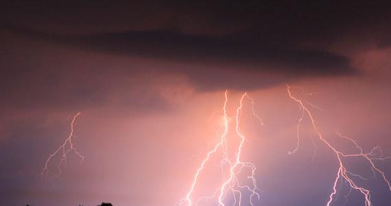 """""""Wychodzenie w góry po godz. 10 rano może się skończyć bardzo źle"""" - ostrzega w rozmowie z reporterem RMF FM prof. Krzysztof Markowicz z Uniwersytetu Warszawskiego. Według fizyka atmosfery pogoda w całych polskich Karpatach powtarza się, a wczorajsza tragiczna w skutkach burza wpisuje się w ten schemat."""