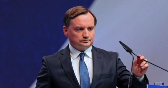 """Jest bardzo poważny problem etyczny w całym środowisku sędziowskim bez wyjątku - powiedział minister sprawiedliwości Zbigniew Ziobro. Dodał, że w """"rodzinie sędziowskiej"""" doszło do poważnego sporu."""
