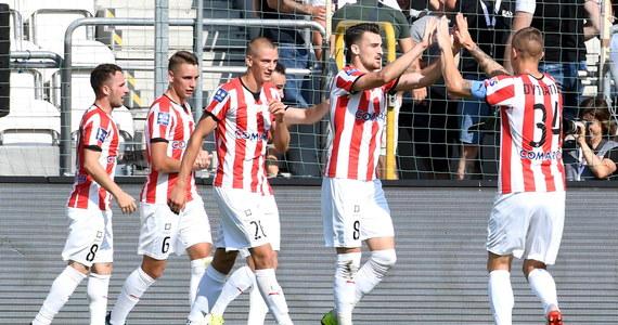 W meczu szóstej kolejki ekstraklasy piłkarze Cracovii pokonali 3:1 Arkę Gdynia. Spotkanie stało na przeciętnym poziomie, a goście potwierdzili, że są na początku sezonu w słabej formie.