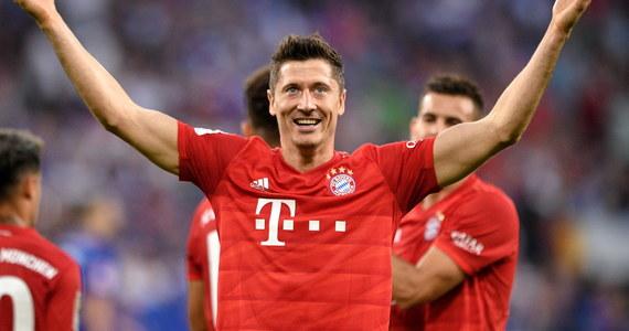 Robert Lewandowski zdobył trzy gole i zapewnił Bayernowi Monachium wyjazdowe zwycięstwo nad Schalke 04 Gelsenkirchen 3:0 w 2. kolejce niemieckiej ekstraklasy. To dziewiąty hat-trick w Bundeslidze polskiego piłkarza, który w tym sezonie w dorobku ma już pięć trafień.