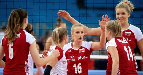 Polskie siatkarki pokonały w Łodzi Portugalię 3:0 (25:14, 25:16, 25:11) w swoim drugim meczu grupy B mistrzostw Europy. To drugie zwycięstwo biało-czerwonych w trwającym od piątku turnieju. Kolejnym rywalem gospodyń turnieju będzie w poniedziałek Ukraina.