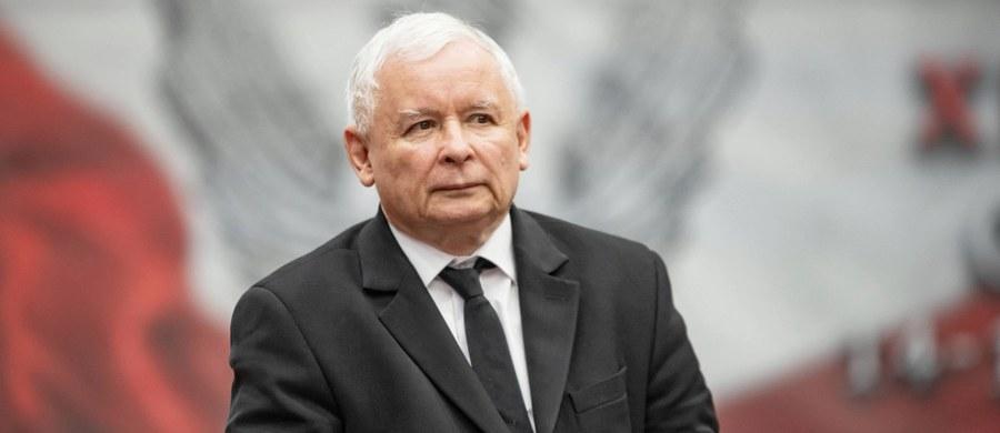 """""""Żadne inne ugrupowanie nie zrobiło tyle dla polskiej wsi, co Prawo i Sprawiedliwość"""" – napisał Jarosław Kaczyński w liście do uczestników dożynek województwa podkarpackiego w Markowej koło Łańcuta. """"Jesteśmy formacją wiarygodną, wywiązujemy się z naszych obietnic wyborczych i będziemy – jeśli obdarzycie nas państwo zaufaniem -— wywiązywać się z nich dalej dla dobra i rozwoju obszarów wiejskich oraz Polski jako całości"""" – zadeklarował lider PiS."""