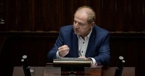"""Tadeusz Iwiński – polityk, który przez wiele lat zasiadał w Sejmie jako reprezentant Sojuszu Lewicy Demokratycznej - napisał list otwarty do lidera tej formacji – Włodzimierza Czarzastego. """"Szczerze mówiąc nie pojmuję dość arbitralnie podjętej decyzji uniemożliwiającej mi udział w wyborach i uważam ją za błędną"""" – napisał. """"Skoro panuje niemal powszechna zgoda, że zbliżające się wybory są najważniejsze dla Polski od 30 lat, to musi bezwzględnie obowiązywać zasada: wszystkie ręce na pokład"""" – dodał."""
