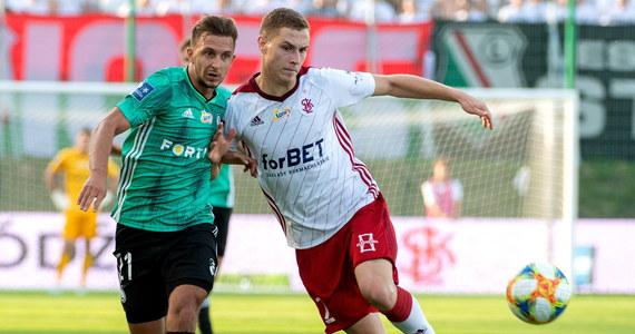 Występując w rezerwowym składzie Legia Warszawa wygrała w Łodzi z ŁKS 3:2 w najciekawszym niedzielnym meczu 6. kolejki piłkarskiej ekstraklasy. Beniaminek doznał czwartej z rzędu porażki. Liderem pozostał Śląsk Wrocław.