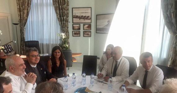 Trwający we francuskim Biarritz szczyt G7 rozpoczął się od nieoczekiwanej wizyty szefa irańskiej dyplomacji Mohammada Dżawada Zarifa, która zepchnęła na dalszy plan inne wydarzenia szczytu, w tym rozmowy prezydenta USA Donalda Trumpa z premierem Wielkiej Brytanii Borisem Johnsonem. Zaskoczyła również obecnych na szczycie przedstawicieli siódemki.