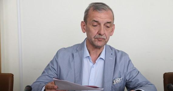 Od 1 do 15 września wśród nauczycieli będzie prowadzony sondaż dotyczący ewentualnej akcji protestacyjnej - poinformował szef Związku Nauczycielstwa Polskiego Sławomir Broniarz. 16 września Prezydium Zarządu Głównego ZNP podejmie decyzję o wyznaczeniu formy protestu.