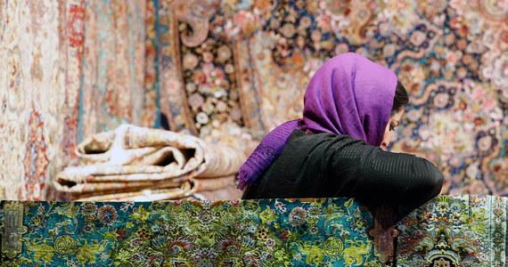 Posiadająca irański i brytyjski paszport Anousheh Ashouri została skazana w Iranie na 10 lat więzienia za szpiegostwo - podał we wtorek przedstawiciel irańskiego wymiaru sprawiedliwości Golamsuhejn Esmajli. MSZ w Londynie zapewnia o wsparciu dla rodziny skazanej.