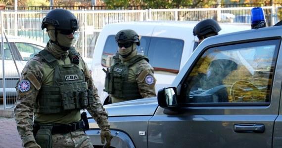 Centralne Biuro Antykorupcyjne zatrzymało byłego zastępcę szefa ABW w latach 2008-2013 i pięć osób w śledztwie dotyczącym fałszowania faktur za usługi doradcze. Według nieoficjalnych informacji, chodzi o Zdzisława S.