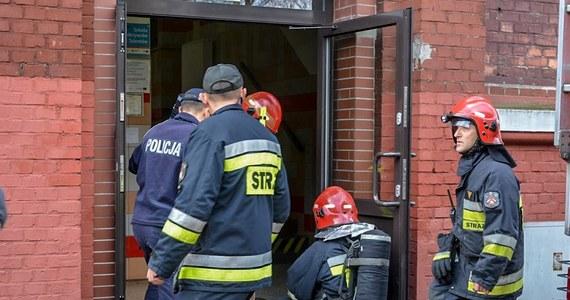Policjanci z Elbląga wyjaśniają okoliczności pożaru, do którego doszło w trakcie prac spawalniczych przyłącza gazowego na terenie jednej ze szkół podstawowych w tym mieście. Według funkcjonariuszy: Pracownik wykonujący te prace był pod wpływem alkoholu.