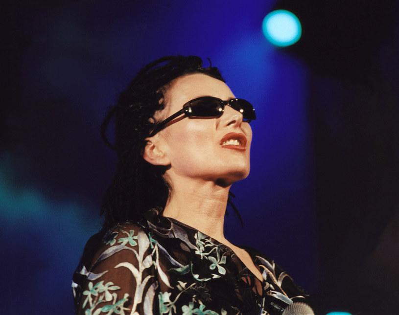 Na facebookowym profilu Kory możemy zobaczyć niepublikowane wcześniej zdjęcia wokalistki i grupy Maanam z 1984 r.