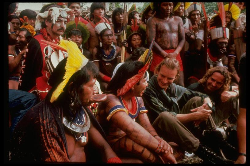 """Znany ze swojej działalności w charytatywnej Fundacja Ochrony Lasów Tropikalnych Sting wystosował oficjalne oświadczenie w sprawie pożarów pustoszących puszczę amazońską. """"Nie możemy przejść obojętnie wobec faktu katastrofy, która rozgrywa się w Amazonii, gdy piszę te słowa"""" - podkreśla brytyjski wokalista."""