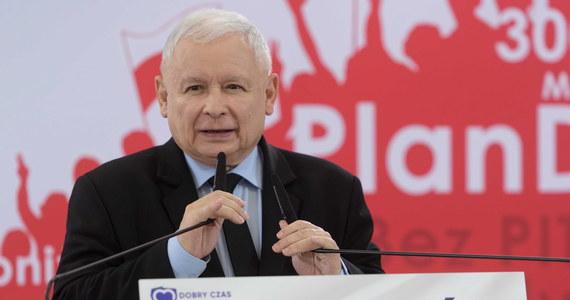 Szkoła nie może być terenem eksperymentów społecznych. Dzieci i młodzież nie mogą być przedmiotem tych eksperymentów, a tego rodzaju plany w tej chwili w naszym kraju w różnych miejscach - obawiam się, że także w Poznaniu - istnieją - mówił w Poznaniu podczas konwencji PiS prezes partii Jarosław Kaczyński.