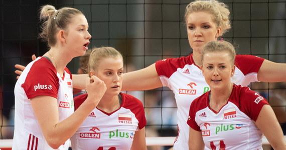 Polskie siatkarki pokonały w Łodzi Włoszki 3:2 (25:14, 19:25, 13:25, 25:21, 15:12) w ostatnim grupowym meczu mistrzostw Europy. Biało-czerwone pierwszą część turnieju zakończyły na drugim miejscu w grupie B. W 1/8 finału zagrają w niedzielę w łódzkiej Atlas Arenie z Hiszpanią.