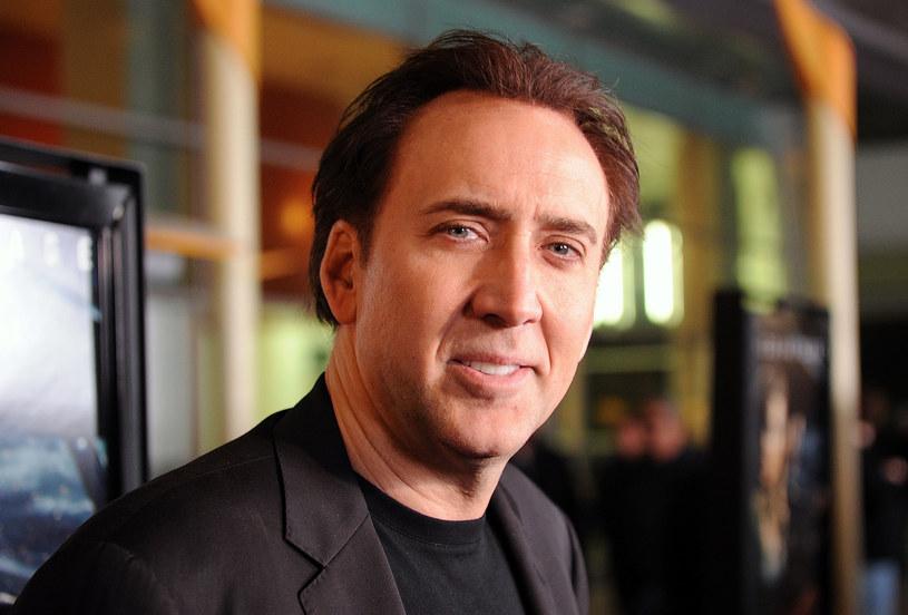 """Saksofonista Colin Stetson napisał muzykę do adaptacji opowiadania H.P. Lovecrafta """"Kolor z przestworzy"""". W roli głównej w filmie występuje Nicolas Cage."""