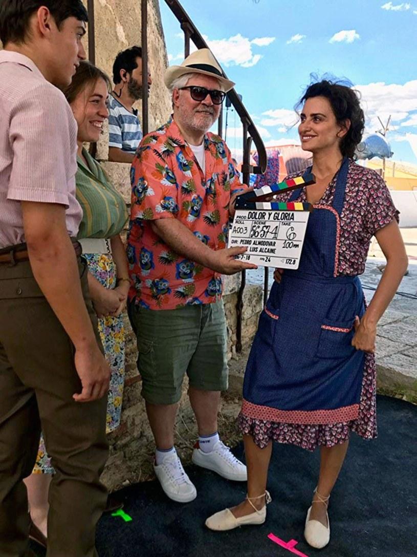 """""""Od zawsze moją ambicją było opowiadanie historii i tworzenie filmów pięknych wizualnie, odpowiadających mojemu stanowi umysłu"""" - mówił w maju w Cannes reżyser Pedro Almodovar. Jego najnowszy, najbardziej osobisty film """"Ból i blask"""" z Antonio Banderasem w roli głównej - od piątku można oglądać w polskich kinach."""
