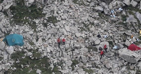 Ratownicy Tatrzańskiego Ochotniczego Pogotowia Ratunkowego dotarli do ciał obu grotołazów, którzy z powodu przyboru wody utknęli w jaskini Wielkiej Śnieżniej w Tatrach. Znajdują się one w miejscu, które było wcześniej wskazywane.