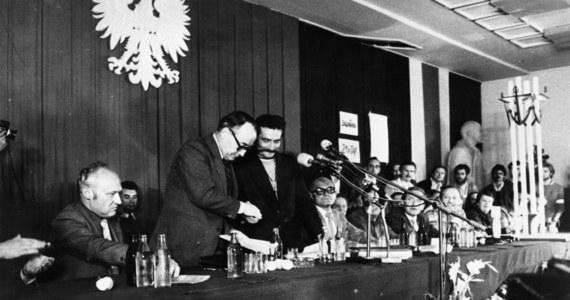 39 lat temu, 31 sierpnia 1980 r., w Gdańsku zostały podpisane porozumienia między komisją rządową a komitetem strajkowym. Porozumienia Sierpniowe i powstanie Solidarności stały się początkiem przemian 1989 roku: obalenia komunizmu i końca systemu pojałtańskiego.
