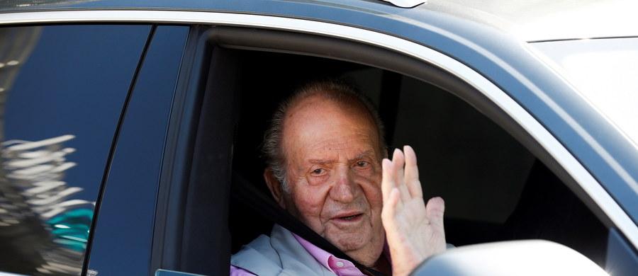 Juan Carlos wyszedł ze szpitala Quiron w podmadryckim Pozuelo de Alarcon, gdzie 24 sierpnia przeszedł operację serca. Emerytowanemu monarsze Hiszpanii wszczepiono trzy bypassy.