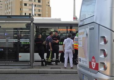 Atak przed stacją metra na obrzeżach Lyonu. Jedna osoba nie żyje, stan części rannych jest krytyczny