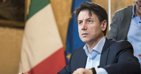 Premier Włoch Giuseppe Conte, który otrzymał misję powołania nowego rządu, powiedział w niedzielę, że musi on powstać we wtorek lub najpóźniej w środę. Gabinet powołają Ruch Pięciu Gwiazd i Partia Demokratyczna, prowadzące w tych dniach rozmowy programowe.
