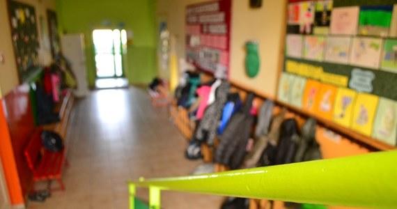 Dla 4,6 mln uczniów z blisko 24 tys. szkół rozpoczyna się nowy rok szkolny 2019/2020. Dla blisko 384,9 tys. uczniów rozpoczynających naukę w pierwszych klasach szkół podstawowych po raz pierwszy zabrzmi dzwonek szkolny.