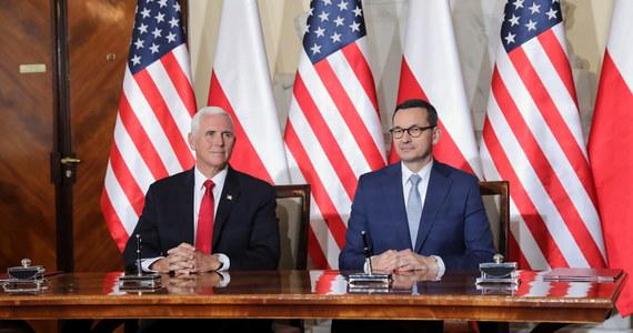Wiceprezydent USA Mike Pence i premier Mateusz Morawiecki po krótkim spotkaniu w Kancelarii Prezesa Rady Ministrów podpisali deklarację w sprawie bezpieczeństwa sieci 5G.