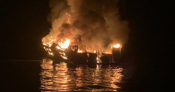 Ciała 25 osób znaleźli nurkowie w poniedziałek czasu lokalnego po pożarze, do którego doszło na pokładzie statku u południowych wybrzeży Kalifornii; dziewięć osób uznaje się obecnie za zaginione - poinformował przedstawiciel dowództwa Straży Przybrzeżnej USA.