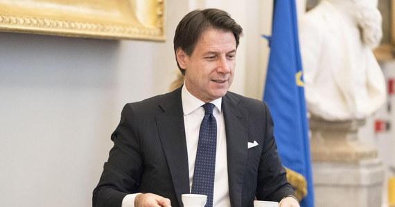 Desygnowany na szefa nowego włoskiego rządu dotychczasowy premier Giuseppe Conte zaapelował do wyborców Ruchu Pięciu Gwiazd i Partii Demokratycznej o to, by poparli ich wspólny gabinet. Apel wystosował tuż przed dzisiejszym internetowym głosowanie członków Ruchu.