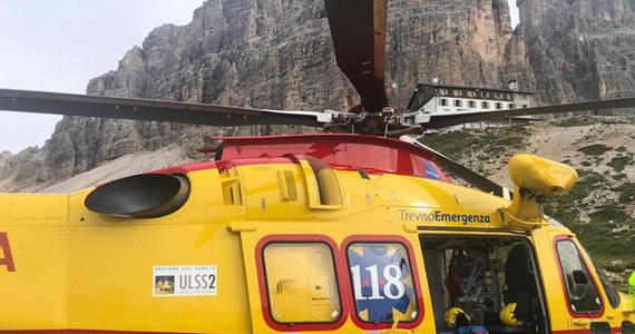 Dwoje wspinaczy z Hiszpanii utknęło trzy dni temu w ścianie jednego ze szczytów w Dolomitach. Para dwukrotnie odmówiła przyjęcia pomocy. Za trzecim razem zgodzili się, by ratownicy śmigłowcem ściągnęli ich z gór.
