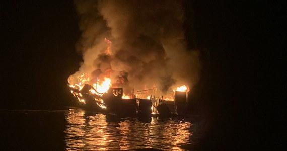 Władze Kalifornii poinformowały, że 34 osoby zostały uznane za zmarłe w wyniku pożaru, do którego doszło na pokładzie statku pasażerskiego u południowych wybrzeży Kalifornii. Ekipy ratownicze zawiesiły poszukiwania ofiar wypadku.