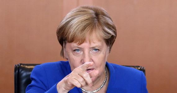 Mieszkańcy Hongkongu, protestujący od kilku tygodni przeciw zmianie prawa dotyczącego ekstradycji, apelują o pomoc do kanclerz Niemiec Angeli Merkel. Odwołują się przy tym do jej doświadczeń z życia NRD. W czwartek Merkel leci z wizytą do ChRL