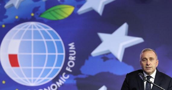 Niższe podatki i wyższe pensje, zniesienie zakazu niedzielnego handlu i zablokowanie fuzji Orlenu z Lotosem. Takie zapowiedzi znalazły się w programie gospodarczym Platformy Obywatelskiej, którego zarys partia ogłosiła podczas drugiego dnia XXIX Forum Ekonomicznego w Krynicy.