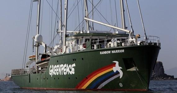 Port w Gdańsku nie wydał zgody na zacumowanie dla statku Rainbow Warrior III należącego do organizacji Greenpeace. Ekolodzy chcieli zawinąć do Gdańska jutro, w związku z obchodami 15-lecia ich działalności w Polsce. Następca słynnej jednostki zatopionej u wybrzeży Nowej Zelandii w 1985 roku miał być dostępny do zwiedzania, ale nie będzie - informuje rzeczniczka polskiego oddziału Greenpeace Katarzyna Guzek.