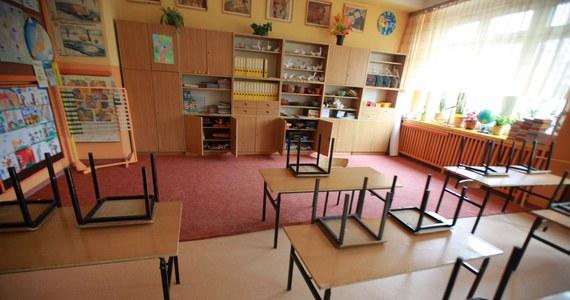 Są pierwsze skutki masowego odpływu nauczycieli z warszawskich przedszkoli. Jak dowiedział się reporter RMF FM, w Wilanowie właśnie skrócono zajęcia.
