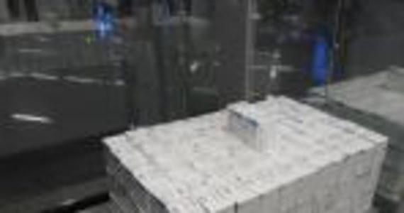 Funkcjonariusze mazowieckiej Krajowej Administracji Skarbowej znaleźli w bagażu obywatela Ukrainy ponad 4000 ampułek z lekami niewiadomego pochodzenia. W składzie leku  znalazł się między innymi wyciąg z krwi zwierzęcej. Wartość przemycanych ampułek oszacowano na ponad 18 tys. złotych.
