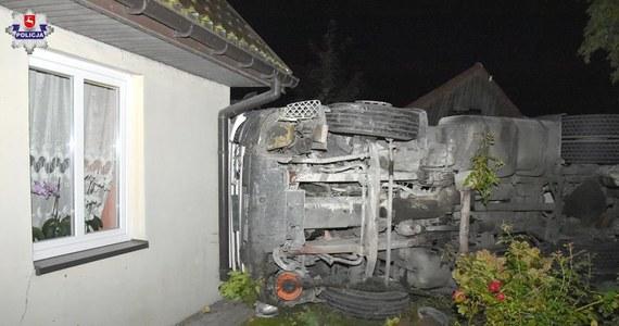 2,5 promila alkoholu miał w organizmie kierowca ciężarówki, który w nocy w miejscowości Polichna na Lubelszczyźnie wjechał w dwa budynki. Na szczęście nikomu nic się nie stało.