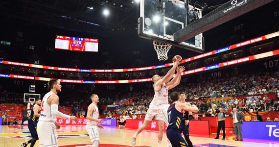 Polscy koszykarze zagwarantowali sobie - dzięki wygranej Argentyńczyków: już dzisiaj - awans do ćwierćfinału mistrzostw świata! Po trzech zwycięstwach w pierwszej fazie turnieju biało-czerwoni pokonali w swoim pierwszym meczu drugiej fazy Rosjan, a później Argentyńczycy wygrali z Wenezuelczykami. Oznacza to, że z grupy I awansują właśnie podopieczni Mike'a Taylora i Albicelestes.