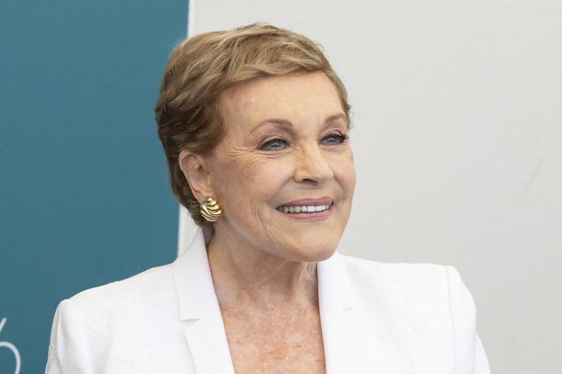 Brytyjska aktorka, która otrzymała Honorowego Lwa na Festiwalu Filmowym w Wenecji, Julie Andrews, wpisała się w historię kina rolami bohaterek z innych czasów. Pamiętamy jej kreacje także dzięki licznym kostiumom z epoki.