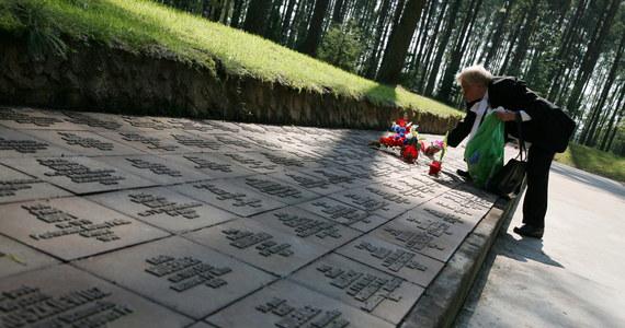 """""""Na terenie wielkiego kompleksu pamięci, gdzie pochowanych jest ponad 6300 zamordowanych przez NKWD polskich oficerów, Rosjanie planują masowe ekshumacje"""" - podaje Onet. Portal podkreśla, że polski resort spraw zagranicznych zna sprawę, ale na razie jej nie komentuje."""
