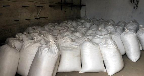 Funkcjonariusze CBŚP, Straży Granicznej  i KAS zlikwidowali trzy fabryki nielegalnych papierosów zlokalizowane na terenie trzech województw. Przejęto ponad 10 mln gotowych papierosów oraz prawie 10 ton tytoniu, zabezpieczono także specjalistyczne maszyny służące do produkcji i pakowania papierosów.