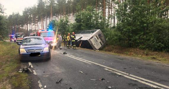 Rano doszło do zderzenia autobusu przewożącego uczniów z samochodem osobowym w miejscowości Stara Woda w powiecie żarskim w woj. lubuskim. Informację dostaliśmy na Gorącą Linię RMF FM.