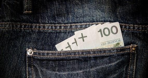 Od nowego roku płaca minimalna w Polsce pójdzie mocno w górę. Rząd zdecydował, że od 2020 roku najniższe ustawowe wynagrodzenie wzrośnie z obecnych 2250 do 2600 złotych brutto, czyli 250 złotych na rękę. To znacznie powyżej pierwotnej propozycji.