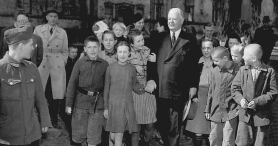 Do 30 września trwa druga edycja projektu Hoover Table. Jego celem jest upowszechnienie wiedzy o Herbercie Hooverze - filantropie, prezydencie USA i wielkim przyjacielu Polski, a także organizacja obozu łączącego wakacyjny odpoczynek z nauką języka angielskiego dla dzieci i młodzieży z krakowskich placówek opiekuńczo-wychowawczych oraz rodzin zagrożonych wykluczeniem z powodu ubóstwa.