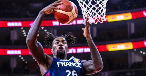 Francja pokonała w Dongguan zespół USA 89:79 w ćwierćfinale mistrzostw świata w koszykówce i awansowała do półfinału. Broniący tytułu Amerykanie powalczą o miejsca 5-8.