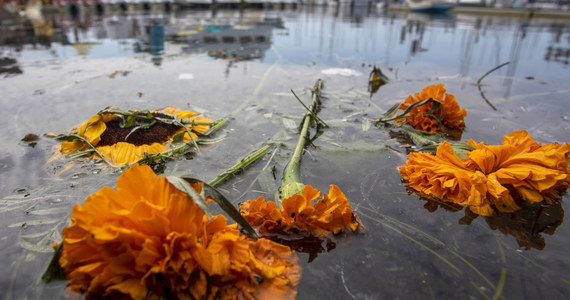Nurkowie odnaleźli w środę ostatnie sześć ciał ofiar pożaru statku pasażerskiego u południowych wybrzeży Kalifornii, do którego doszło na początku września - poinformowała agencja AP. W katastrofie zginęły 34 osoby, pięć zdołało uratować się.