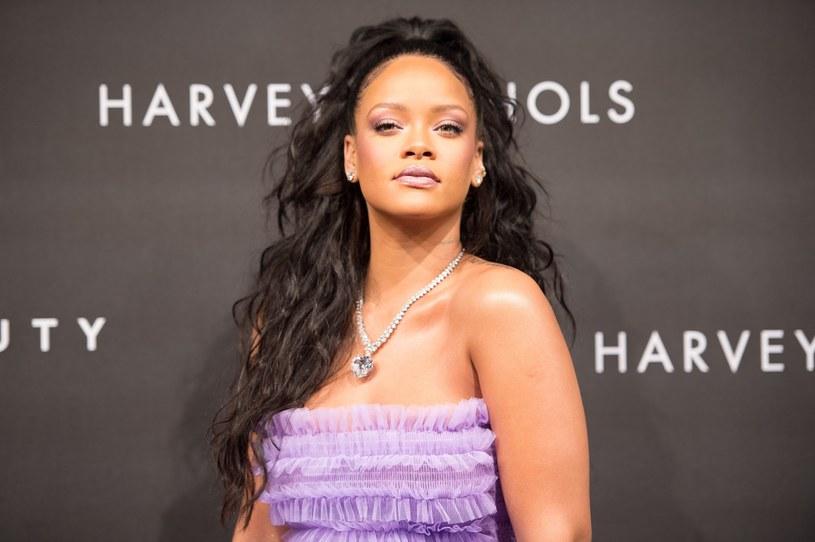 """Rihanna przyznała, że woli zachować swoją pewność siebie i obecne rozmiary niż próbować upodobnić się do modelek """"Victoria's Secret""""."""